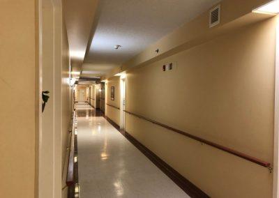 Corridor à Ville Saint-Laurent à Montréal - Résidence Alexis-Nihon Résidence pour personne âgée à ville Saint-Laurent