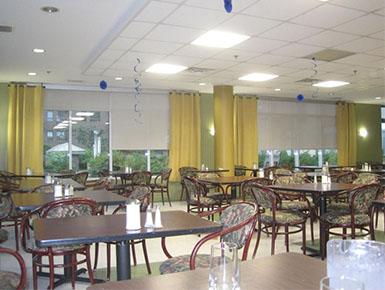 Salle à manger à notre résidence à Montréal - Résidence Alexis-Nihon (Résidence à St-Laurent)